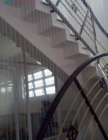 lắp đặt lưới an toàn cầu thang, www.gianphoiquanaothongminh.org, cách bảo vệ an toàn cho cầu thang, tiến hành lắp đặt lưới an toàn cầu thang, Giàn phơi quần áo thông minh, lắp đặt lưới an toàn ban công, đơn vị cung cấp sản phẩm lưới an toàn cầu thang